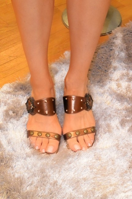 diamondleone.com -Metallic bronze sandals